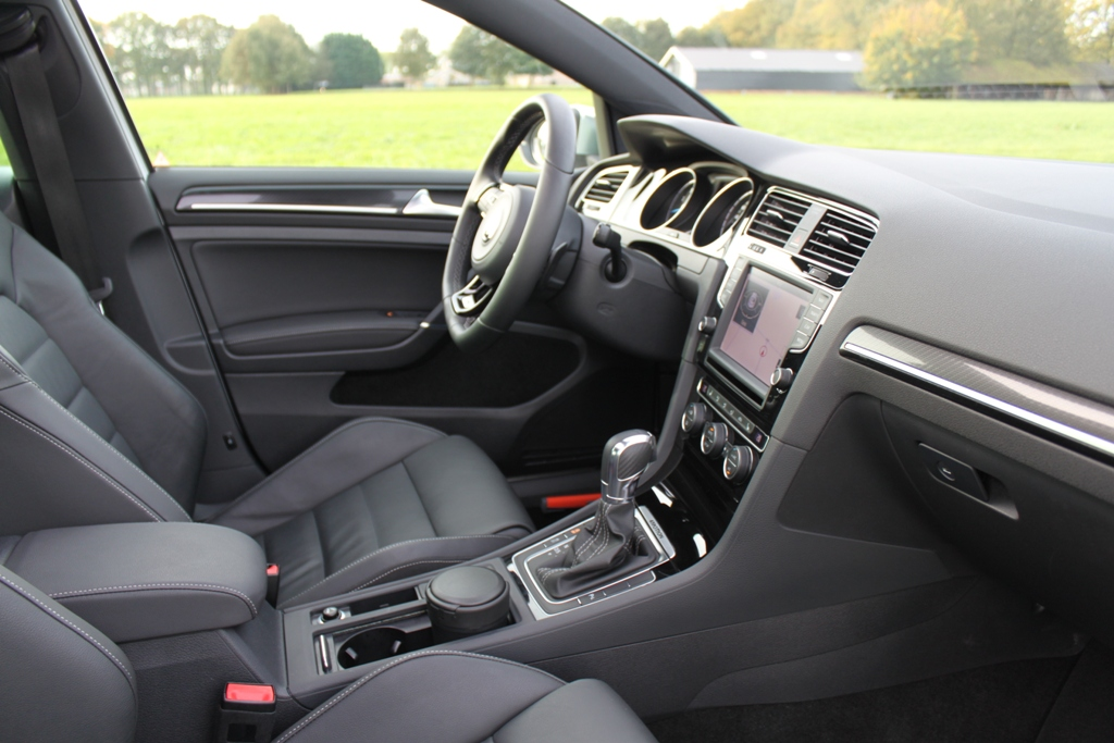 Volkswagen Golf R interieur