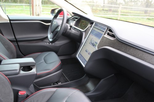 Rijtest tesla model s for Interieur tesla model s