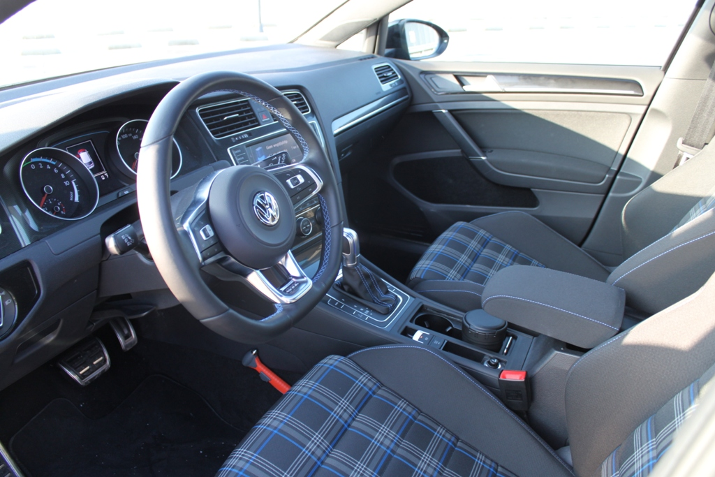 Rijtest volkswagen golf gte for Lederen interieur golf 4