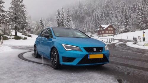 Sneeuw en 400 pk. Geen ideale combinatie.