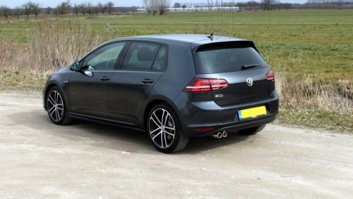 De kleur 'carbon steel grey' is alleen op de GTI, GTE en GTD verkrijgbaar.