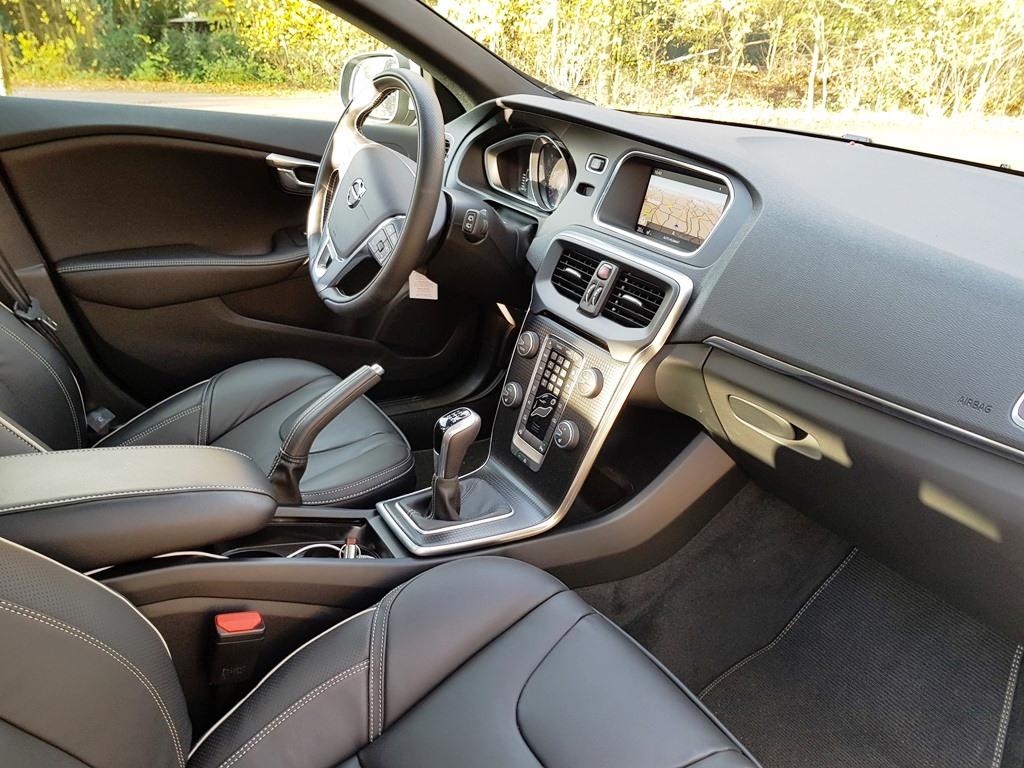 Spiksplinternieuw Rijtest: Volvo V40 D3 Business Sport (2017) DQ-01