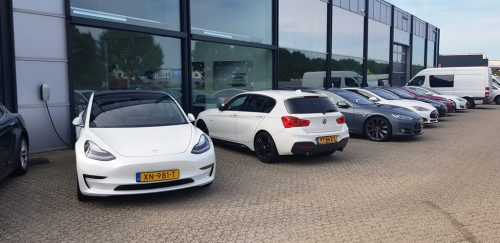 Foto BMW M140i vs Tesla Model 3