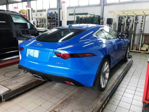 Foto Jaguar F-Type in werkplaats