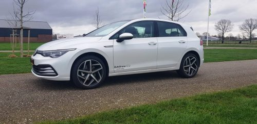 Foto zijkant Volkswagen Golf 2020