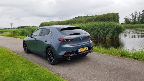 Dubbele uitlaat Mazda 3