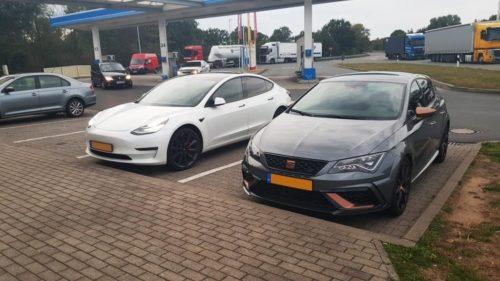 Tesla Model 3 Performance vs SEAT Leon CUPRA R