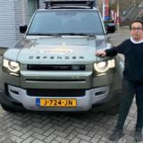 Rachid bij de Land Rover Defender