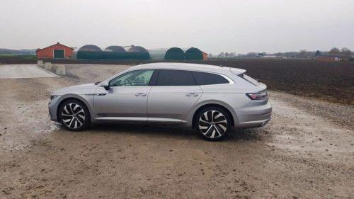 Foto zijkant Volkswagen Arteon Shooting Brake