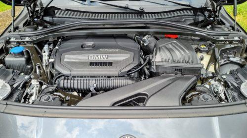 De tweeliter turbomotor is goed voor 265 pk en 400 nm.